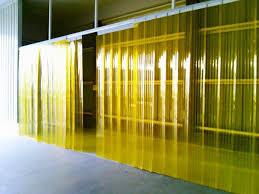 Những ưu điểm khi sử dụng màn nhựa pvc làm rèm cửa ngăn lạnh và bụi